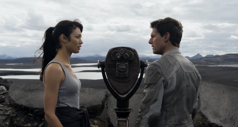 Tom-Cruise-Olga-Kurylenko-Oblivion-2013